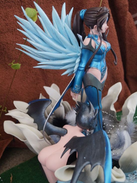 Flowerprincess Belldandy with her Guardian Tsukai