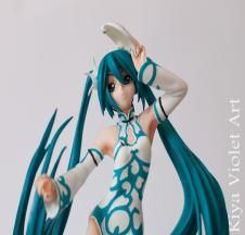 Hatsune Miku Emerald