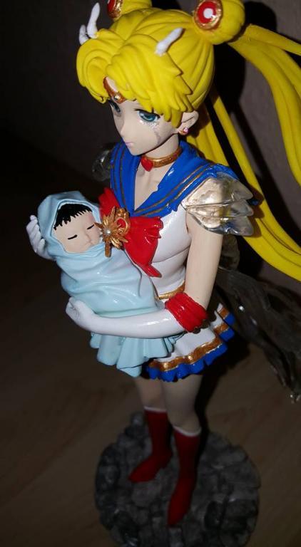 Super Sailor Moon mit Baby Hotaru