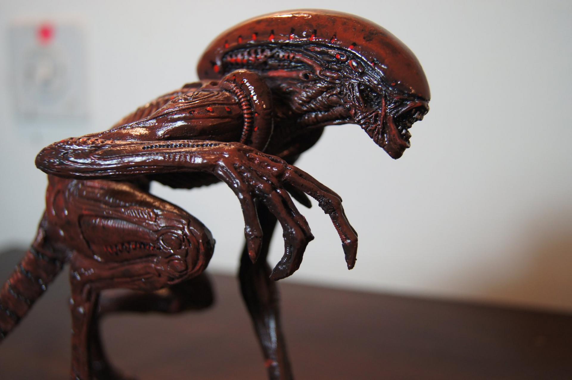 Alien Dog Crouching 1/6