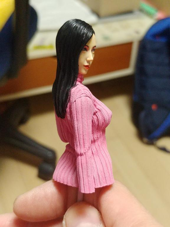Sweater Woman 1/10