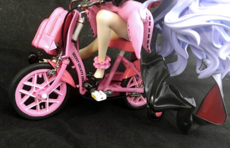 Hoshimiya Keito with infant bicycle