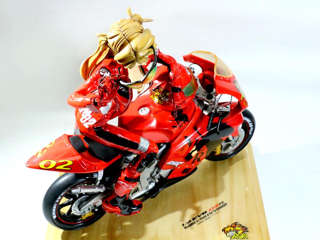 明日香骑摩托