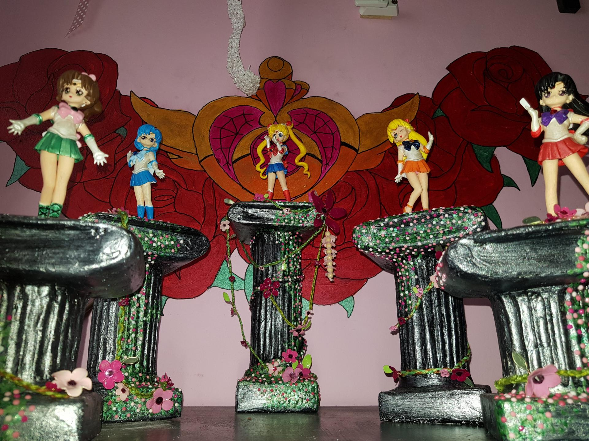The girls in full glory! Columns for the girls!
