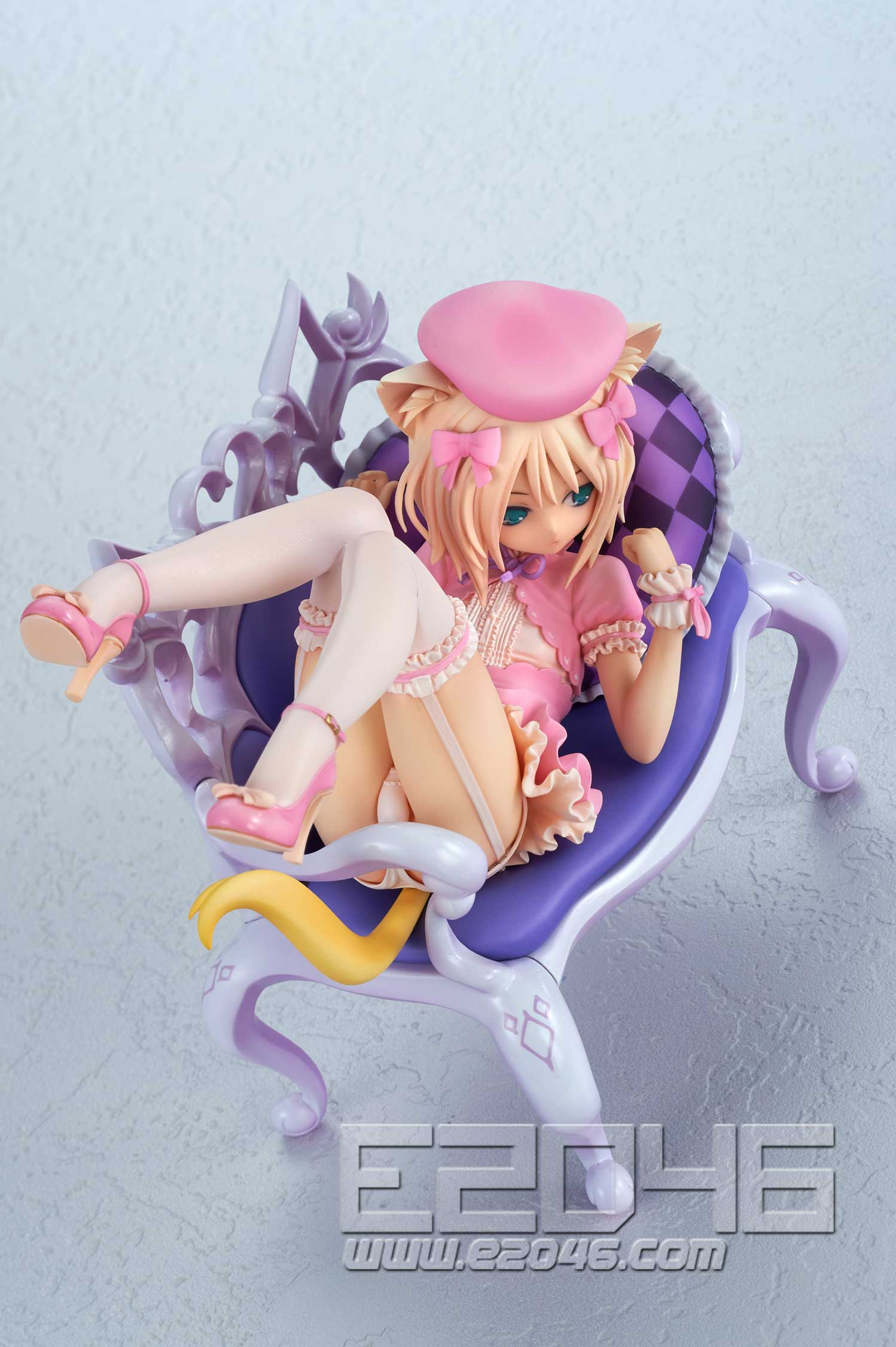 Fluffy Cat and Chair (PVC)