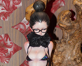 FG11420  眼镜少女半身像