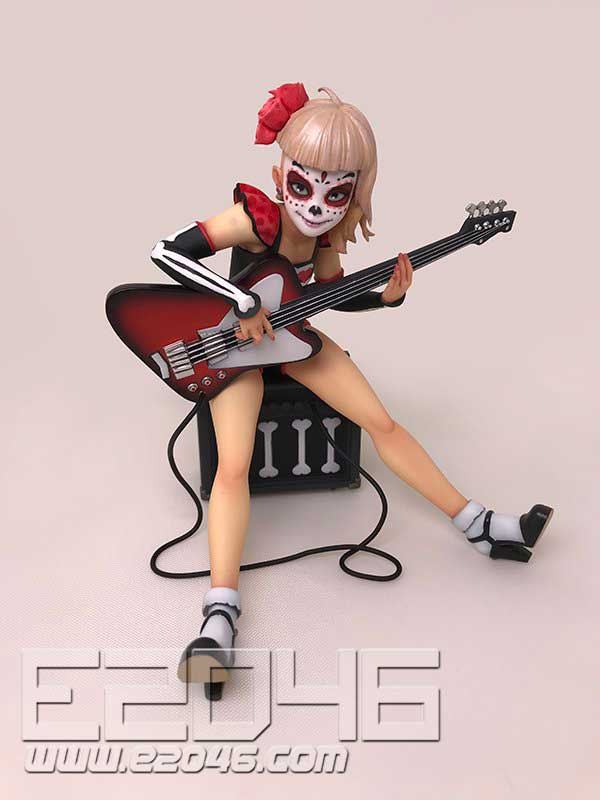 Bassist Catrina