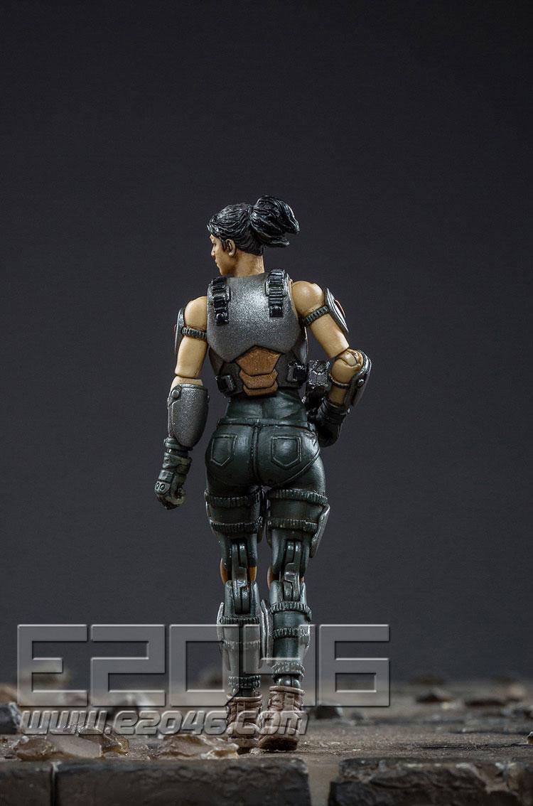 戰神86型強擊機甲中型銀黑版 (人偶)
