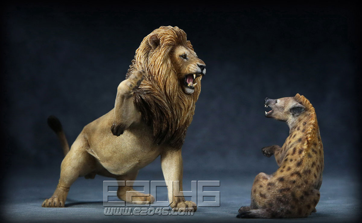 African Lion VS Spotted Dog Set A (DOLL)