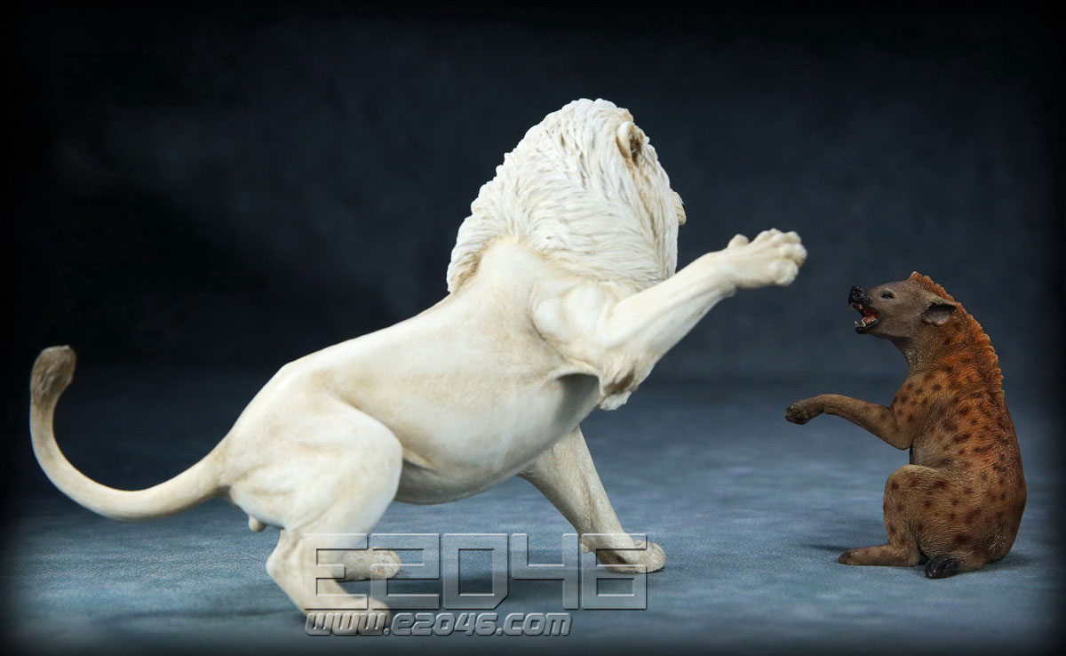 African Lion VS Spotted Dog Set B (DOLL)