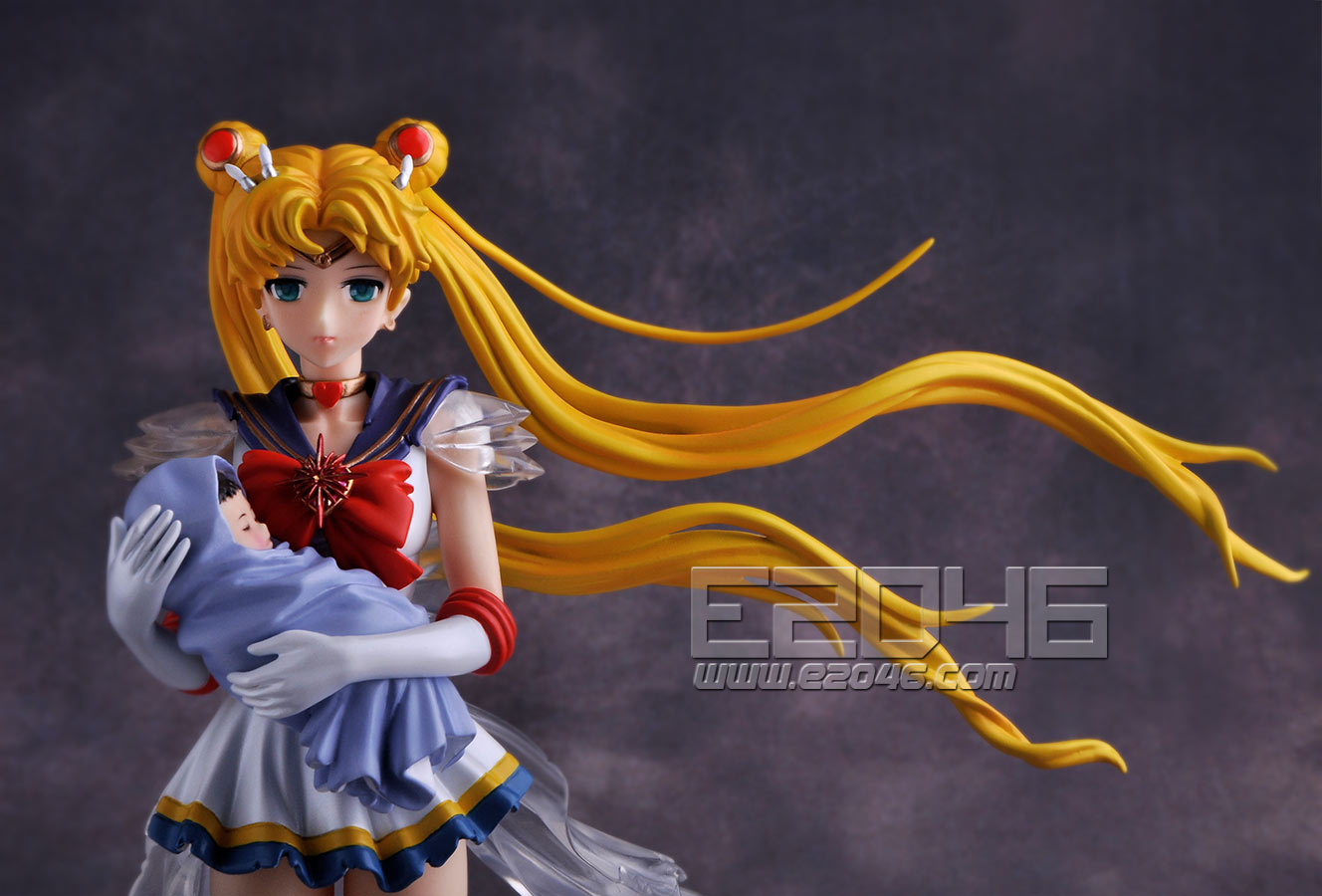 Super Sailor Moon with Baby Hotaru (Pre-painted)